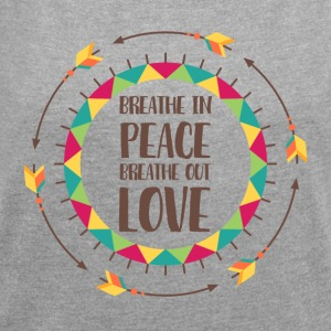 Hippie / Hippies: Breathe in peace. Breathe out - Women's T-shirt with rolled up sleeves