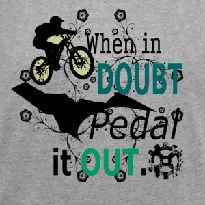 when in doubt pedal it out - MTB LOVE - Frauen T-Shirt mit gerollten Ärmeln