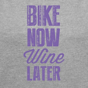 bike now wine later OK - Frauen T-Shirt mit gerollten Ärmeln