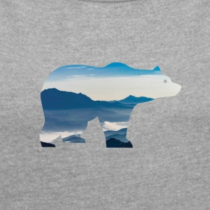 Bear in mountains - Women's T-shirt with rolled up sleeves