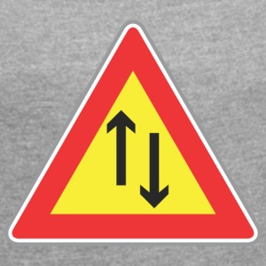 Road sign both way - Women's T-shirt with rolled up sleeves
