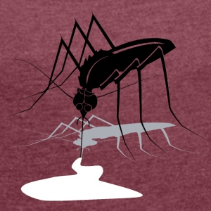 Mosquito bite of 2 - Women's T-shirt with rolled up sleeves