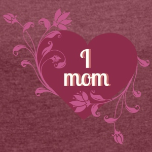 i love mom red heart - Women's T-shirt with rolled up sleeves