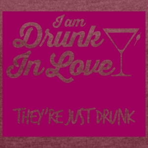JGA / bachelor party: I am drunk in love. - Women's T-shirt with rolled up sleeves