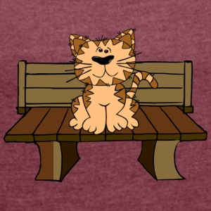 Sweet cat on a bench - Women's T-shirt with rolled up sleeves