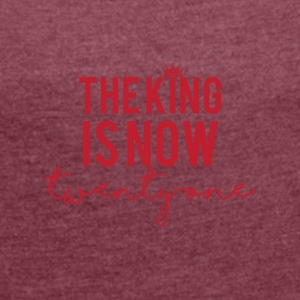 21 Birthday: The King is now twenty one - Women's T-shirt with rolled up sleeves