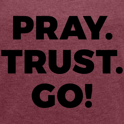 Pray. Trust. Go! - Frauen T-Shirt mit gerollten Ärmeln