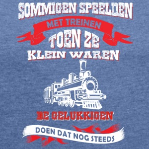 Sommige spelen met treinen - Women's T-shirt with rolled up sleeves