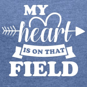 My heart is on the field - Women's T-shirt with rolled up sleeves