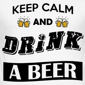 Keep calm and drink a beer (black font) - Maglietta aderente da uomo