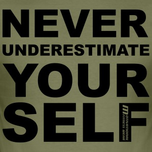 Never underestimate yourself - Männer Slim Fit T-Shirt
