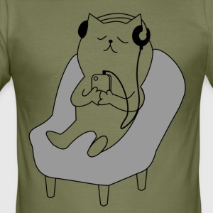 Cat relaxes and listens to music - Men's Slim Fit T-Shirt