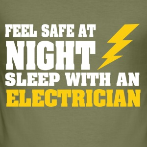 Sleep with an ELECTRICIAN - Männer Slim Fit T-Shirt