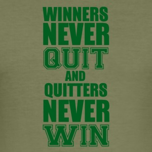Football: Winners never quit and quitters never win - Men's Slim Fit T-Shirt