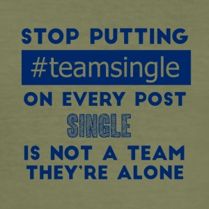 Single: Stop putting #teamsingle on every post. - Männer Slim Fit T-Shirt
