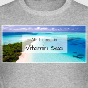 All I need is vitamin sea - Männer Slim Fit T-Shirt