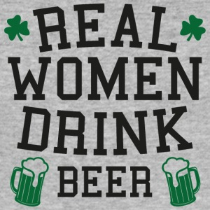 Ireland / St. Patrick's Day: Real Women Drink Beer - Men's Slim Fit T-Shirt