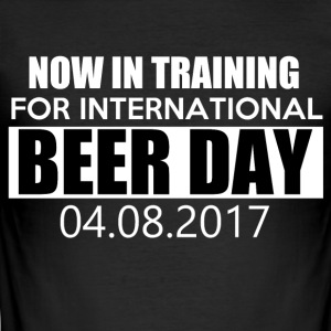 Training for international BEER DAY - Männer Slim Fit T-Shirt