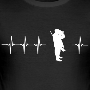I love hunting (hunters heartbeat) - Men's Slim Fit T-Shirt