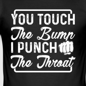 you touch the bump i punch the throat - Männer Slim Fit T-Shirt