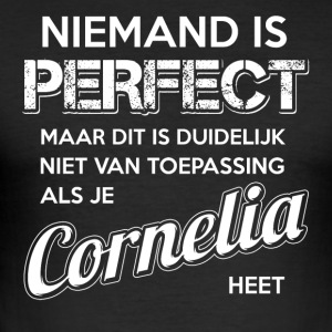 Niemand is perfect. Persoonlijk cadeau Cornelia. - slim fit T-shirt