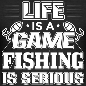 fishing LIFE IS A GAME FISHING IS SERIOUS - Männer Slim Fit T-Shirt