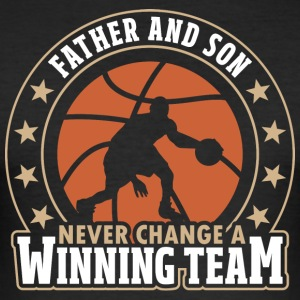 Father and Son - Never Change A Winning Team - Männer Slim Fit T-Shirt