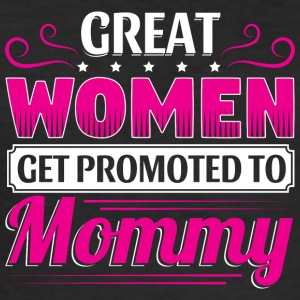 GREAT WOMEN GET PROMOTED TO MOMMY - Männer Slim Fit T-Shirt