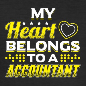 MY HEART BELONGS TO A ACCOUNTANT - Männer Slim Fit T-Shirt
