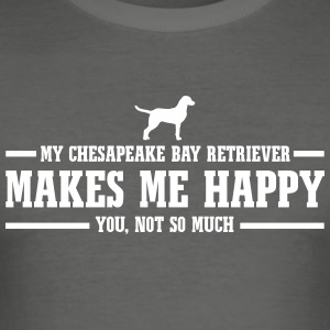 CHESAPEAKE BAY RETRIEVER makes me happy - Men's Slim Fit T-Shirt
