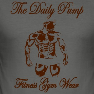 The Daily Pumpe Fitness Model gange - Herre Slim Fit T-Shirt