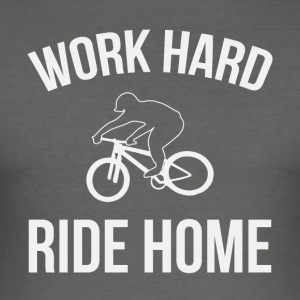 WORK HARD RIDE HOME - Männer Slim Fit T-Shirt