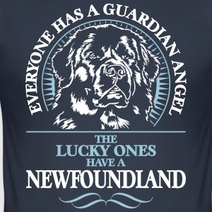 GUARDIAN ANGEL NEWFOUNDLAND - Männer Slim Fit T-Shirt