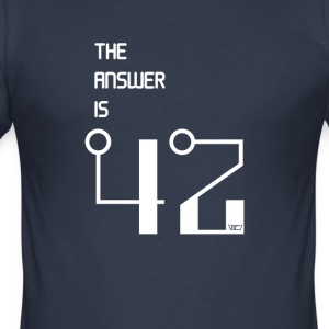 The Answer is 42 - Männer Slim Fit T-Shirt