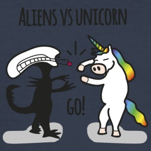 Aliens vs. unicorn - Slim Fit T-skjorte for menn
