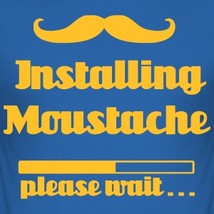 Installera mustasch, var god vänta - Slim Fit T-shirt herr