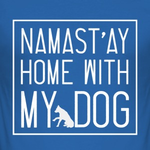 Namast ay Home With My Dog - Männer Slim Fit T-Shirt