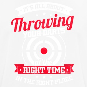 All about throwing your darts at the right time - Men's Breathable T-Shirt