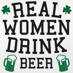 Ireland / St. Patricks Day: Real Women Drink Beer - Pustende T-skjorte for kvinner