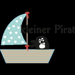 kleiner-pirat-im-segelboot