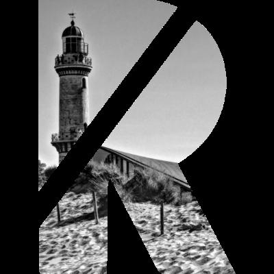 R Warnemünde Leuchtturm - Das Rostocker R eingebettet in eine Fotografie des Warnemünder Leuchtturms. - Warnemünde,Strand,Rostock,Retro,R,Ostsee,Leuchtturm,Leuchttu,Kunst,Fotografie