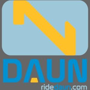 daun logo hochkant weblink 3farbig