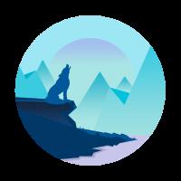 Wolf beim heulen bei Nacht in den Bergen