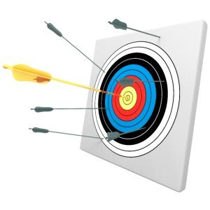 Flèche dorée au centre d'une cible