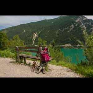 Wanderweg am Ufer des Achensees.