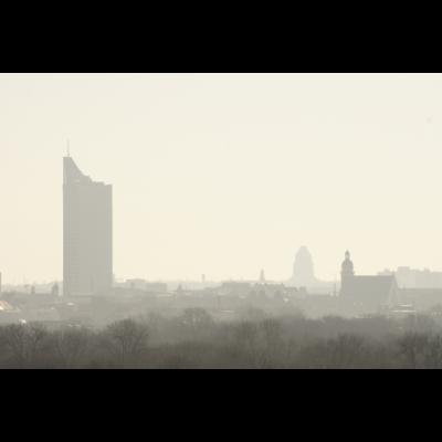 Leipzig Skyline Nebel Fruehling Aussicht - Skyline, Leipzig, Nebel, Sonnenaufgang, Frühling, Silhouette, Uniriese, Kirche, Völkerschlachtdenkmal, Aussicht, Stadt, Innenstadt, Sachsen, Deutschland, Hochhaus, Architektur - Stadt,Leipzig,Kirche,Architektur,Deutschland,Aussicht,Innenstadt,Skyline berlin,Silhouette,Nebel,Sonnenaufgang,Sachsen,Völkerschlachtdenkmal,Uniriese,Frühling,Skyline,Hochhaus