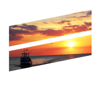 Boot auf dem Meer mit Sonnenuntergang