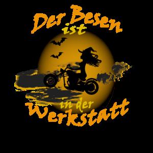 Besen in der Werkstatt - Halloween Hexe Motorrad