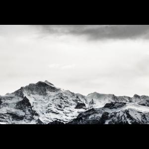 Schwarz-Weiß Berge in der Schweiz