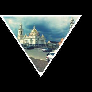 Dreieck mit goldenem Gebäude